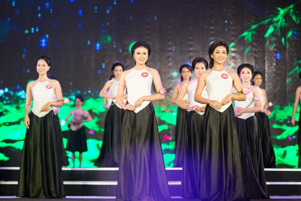 Trực tiếp Chung khảo phía Bắc Hoa hậu Việt Nam 2018: Top 38 thí sinh khoe sắc với tà áo dài - Tin sao Viet - Tin tuc sao Viet - Scandal sao Viet - Tin tuc cua Sao - Tin cua Sao