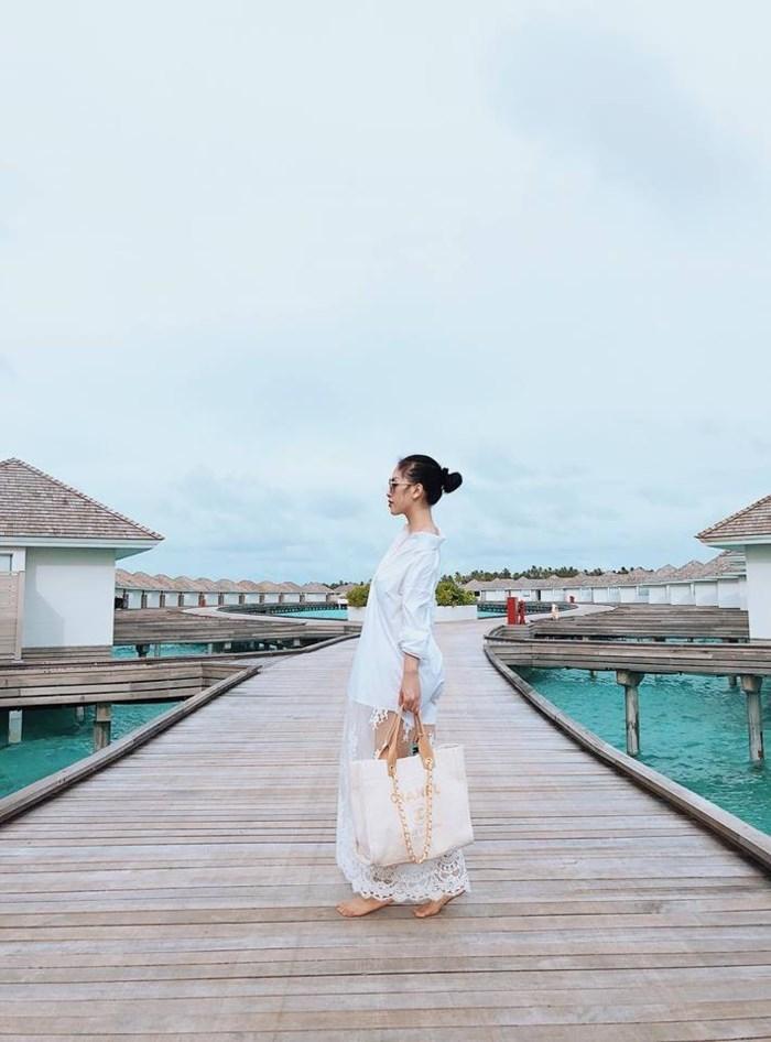 """Chia sẻ về cuộc sống sau kết hôn, Trang Pillavui vẻ tâm sự:""""Cuộc sống cũng không thay đổi gì nhiều vì lối sống của hai bên gia đình và cách giáo dục con cái khá giống nhau. Vợ chồng tôi vẫn như bao cặp vợ chồng trẻ khác, cố gắng làm việc rồi 1 phần tích góp, 1 phần để hưởng thụ cuộc sống, phục vụ sở thích du lịch và shopping của 2 người"""". - Tin sao Viet - Tin tuc sao Viet - Scandal sao Viet - Tin tuc cua Sao - Tin cua Sao"""