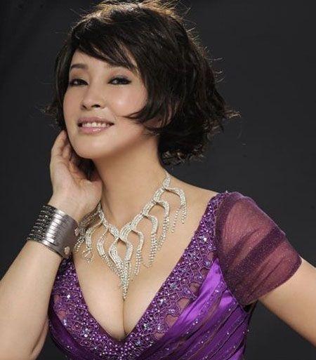 Lưu Hiểu Khánh sở hữu vẻ đẹp kiêu sa.