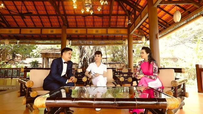 MC La Thoại Phi và Á hậu Trịnh Kim Chi là người dẫn chuyện trong dự án.