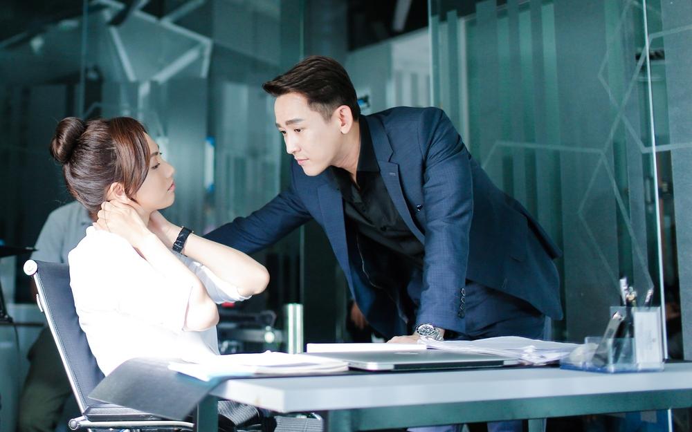 Chẳng kém cạnh Thái Hòa, Hứa Vĩ Văn có 2 bộ phim lọt top 5 phim Việt ăn khách nhất mọi thời đại