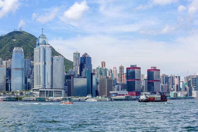Hong Kong trước và sau khi siêu bão Mangkhut