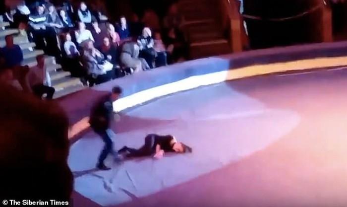 Kinh hoàng vụ tai nạn rơi từ 6 mét trên không, nữ diễn viên bất tỉnh ngay tại chỗ khi đang biểu diễn