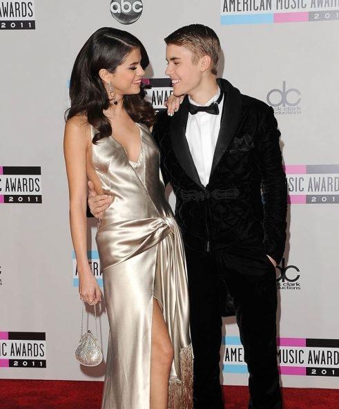 Justin Bieber gián tiếp công nhận kết hôn, chính thức vứt bỏ 8 năm thanh xuân với Selena Gomez