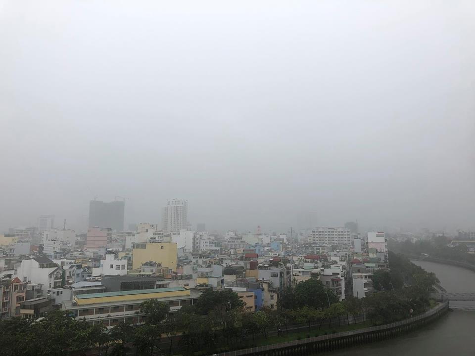 Bão số 9 suy yếu thành áp thấp nhiệt đới gây mưa lớn ở SG, nhiều nơi ngập nặng