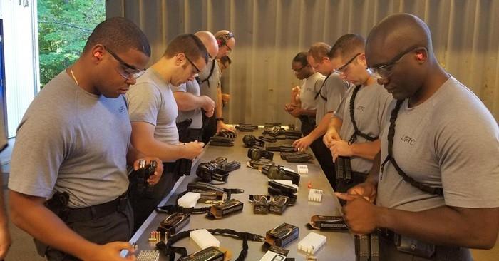 Một giờ học về vũ khí của các mật vụ