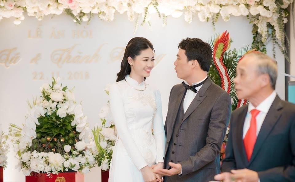 Cận cảnh thiệp cưới sang trọng của Á hậu Thanh Tú và ông xã đại gia hơn 16 tuổi - Tin sao Viet - Tin tuc sao Viet - Scandal sao Viet - Tin tuc cua Sao - Tin cua Sao