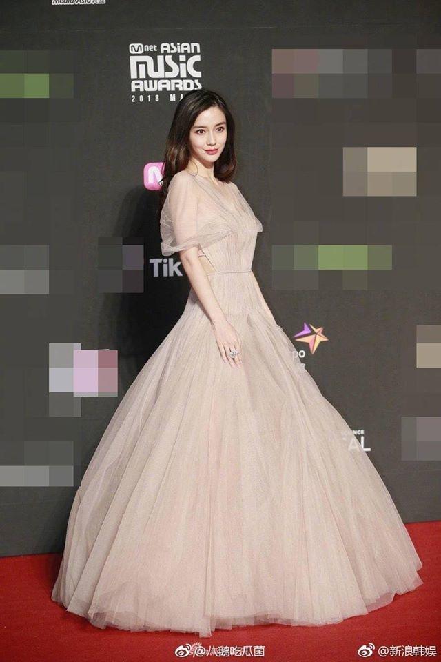 AngelaBaby lộng lẫy như công chúa khiến dàn idol Kpop phải kiêng dè tại thảm đỏ MAMA Hồng Kông