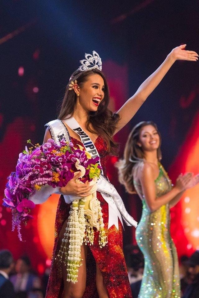 Lộ diện người yêu điển trai, thân hình 6 múi của tân Hoa hậu Hoàn vũ Thế giới 2018