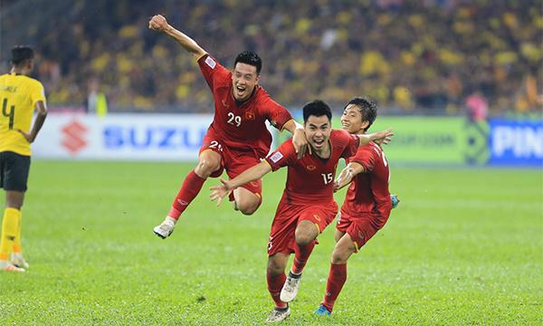"""Sau Huy Hùng, đến lượt Đức Huy lập """"siêu phẩm"""" giúp Việt Nam nâng đôi cách biệt khi thời gian của hiệp 1 đi qua chưa đầy 30 phút."""
