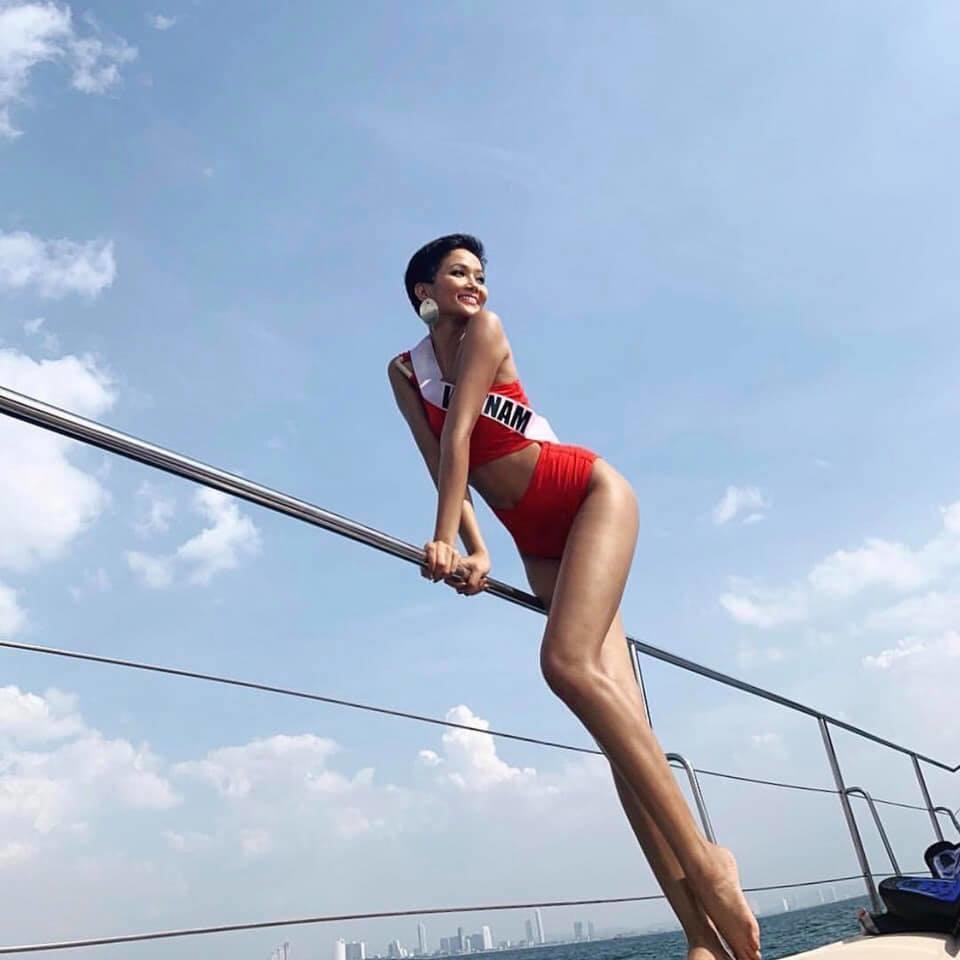 Thật tự hào! Hình ảnh Hoa hậu H'Hen Niê xuất hiện lung linh trên báo giấy Thái Lan - Tin sao Viet - Tin tuc sao Viet - Scandal sao Viet - Tin tuc cua Sao - Tin cua Sao