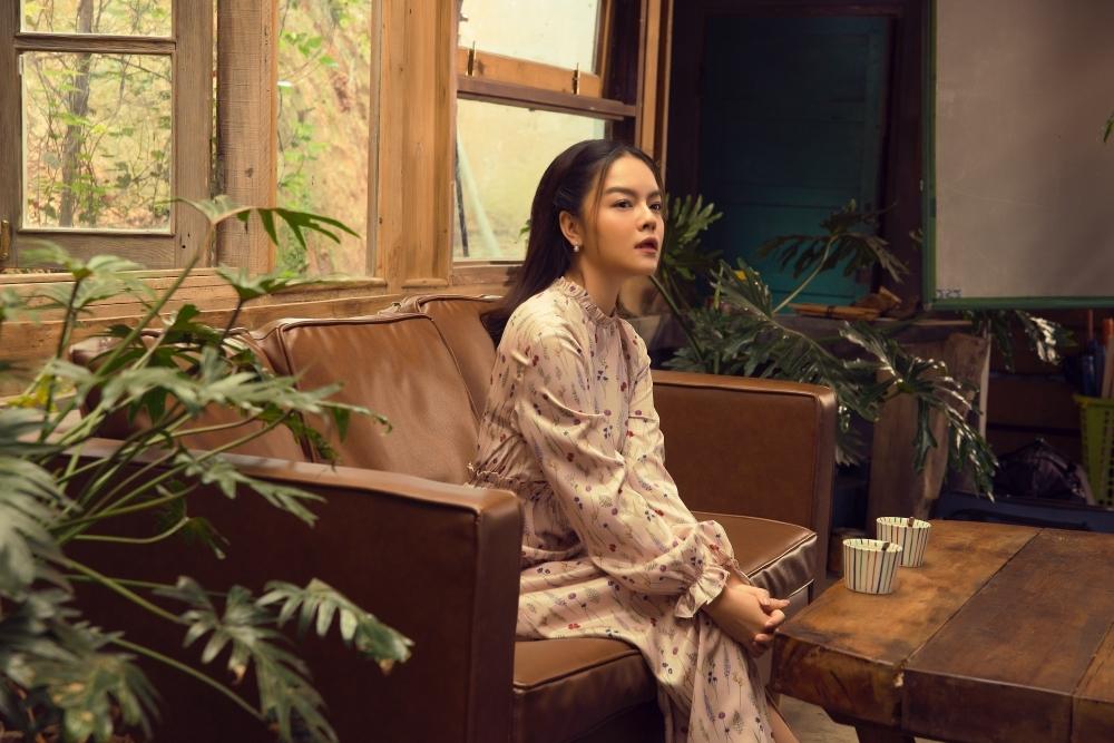 Phạm Quỳnh Anh khóc nức nở trong teaser MV mới, kể về