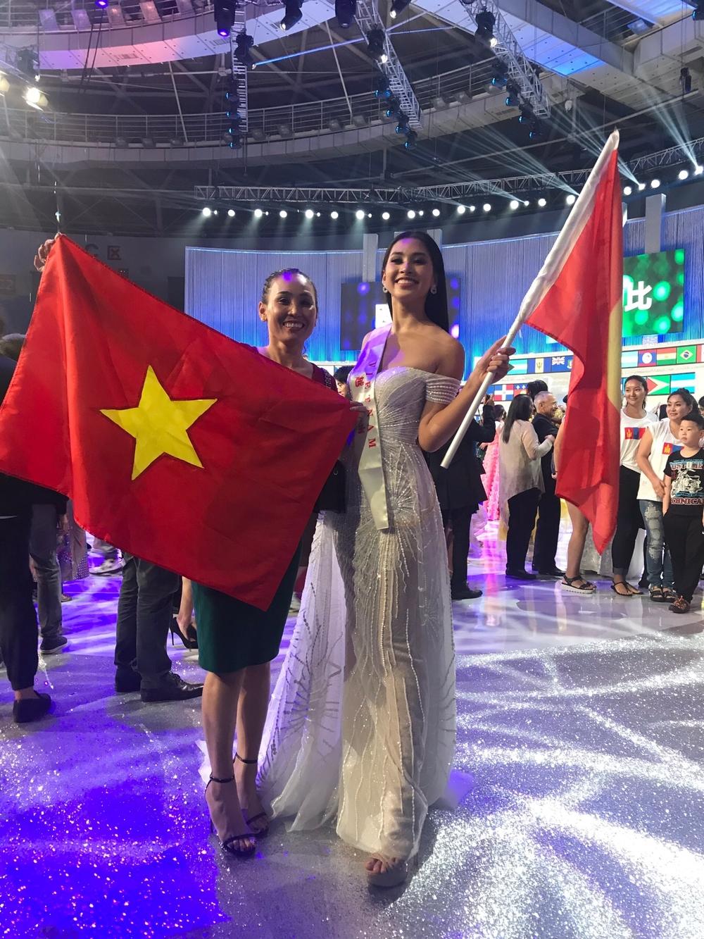 Tân Hoa hậu Thế giới 2018 bị chỉ trích nhan sắc, Hoa hậu Trần Tiểu Vy nói gì? - Tin sao Viet - Tin tuc sao Viet - Scandal sao Viet - Tin tuc cua Sao - Tin cua Sao