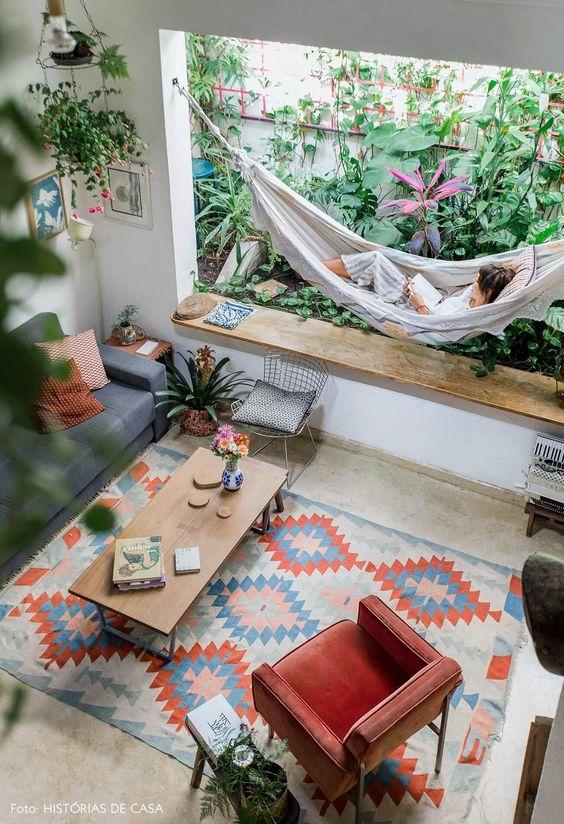 Nội thất tương phản sẽ làm nổi bật thêmkhông gian phòng khách nhà bạn