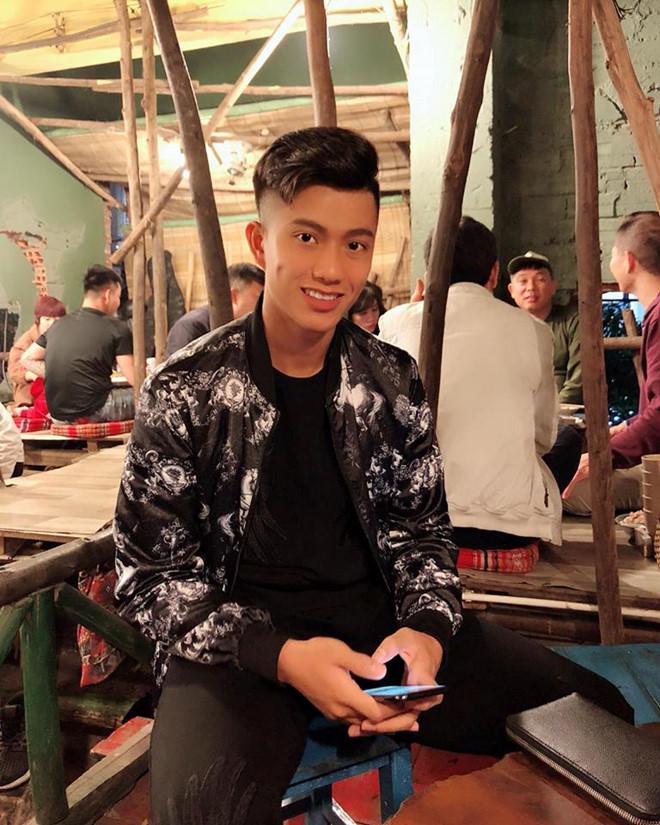 Phan Văn Đức đẹp trai với mái tóc mới....