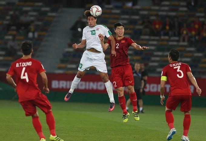 Duy Mạnh đã bị AFC phạt vì chiếc thẻ vàng trong trận gặp Iraq.