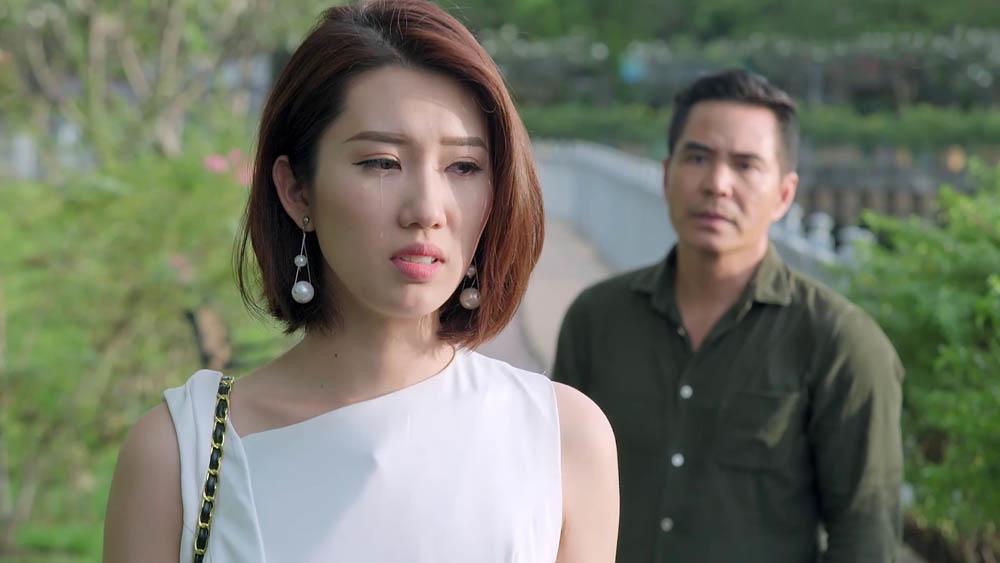 Cô ôm Kiệt lần cuối trong giọt nước mắt. Nhưng có lẽ, Hân cảm nhận trái tim Kiệt cũng đã không còn dành cho mình nữa.