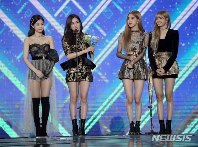 Với fan, cả 4 thành viên đều đẹp và mong netizen hãy ngưng so sánh các thành viên.