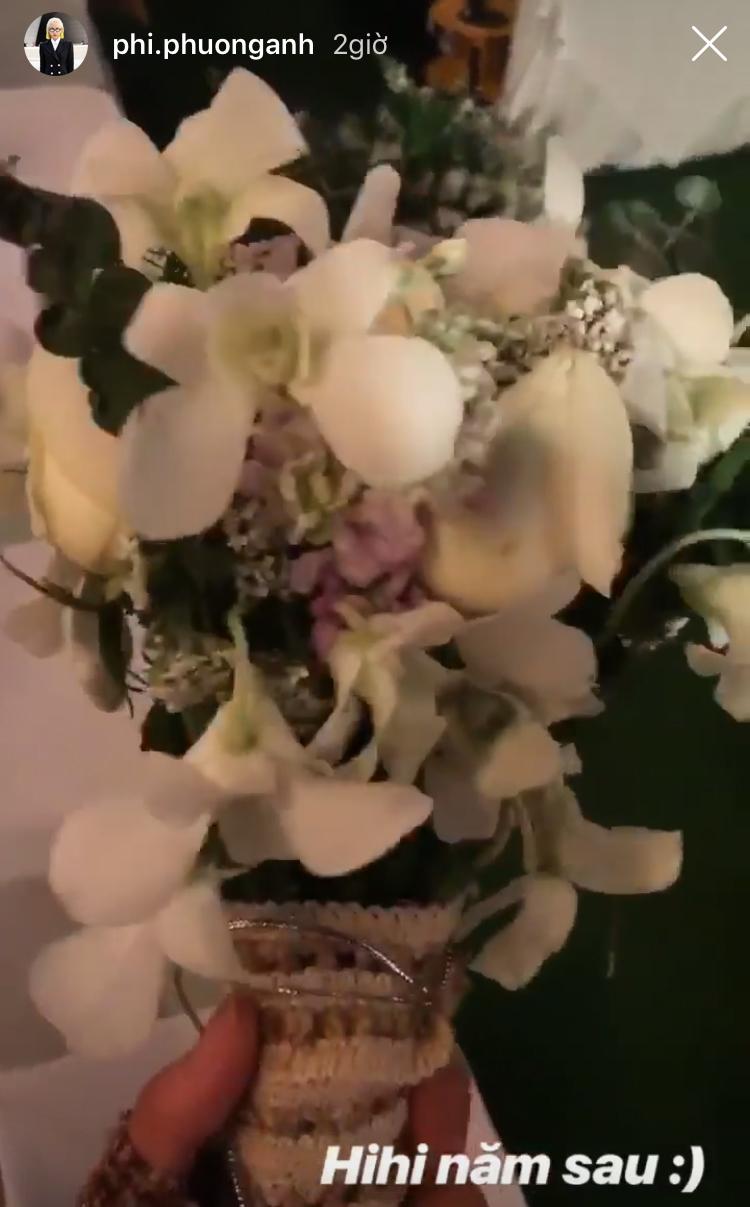 Phí Phương Anh hào hứng khoe khoảnh khắc mình giật được hoa cưới từ cô dâu. - Tin sao Viet - Tin tuc sao Viet - Scandal sao Viet - Tin tuc cua Sao - Tin cua Sao