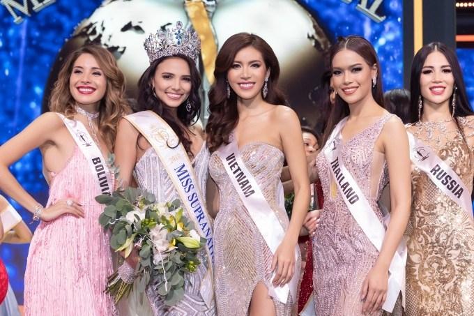 Minh Tú đội vương miện Hoa hậu Siêu quốc gia châu Á 2018, gây chú ý khi dẫn cún đi catwalk - Tin sao Viet - Tin tuc sao Viet - Scandal sao Viet - Tin tuc cua Sao - Tin cua Sao