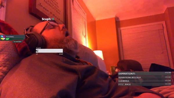 Chỉ cần ngủ, streamer được 1 mớ tiền quyên góp để... đợi mình tỉnh