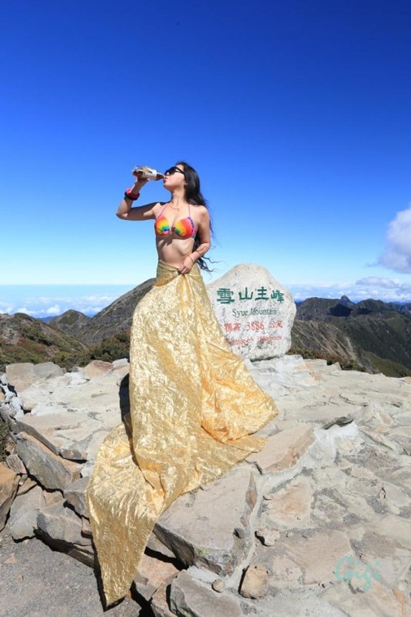 Gigi Wu đã bị sẩy chân rơi xuống hẻm núi và tử vong vì lạnh.