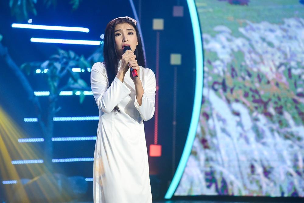 Danh ca Phương Dung nghẹn ngào khi nghe Tiêu Châu Như Quỳnh hát