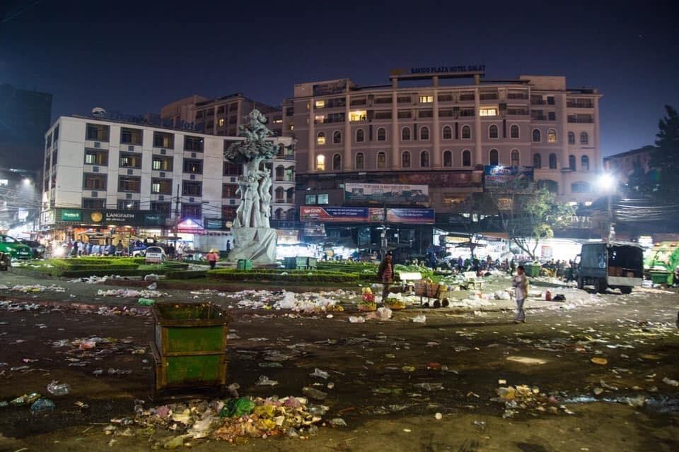 Nhóm du khách ngắt hoa đào tại Đà Lạt khiến CĐM phẫn nộ