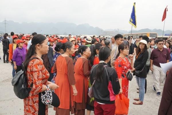 Biển người đổ về chùa Tam Chúc - ngôi chùa lớn nhất thế giới trong ngày khai hội