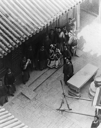 Cuộc sống của thái giám, cung nữ trong chốn Cấm Cung trở nên mờ mịt khikhông còn chủ tử để hầu hạ.