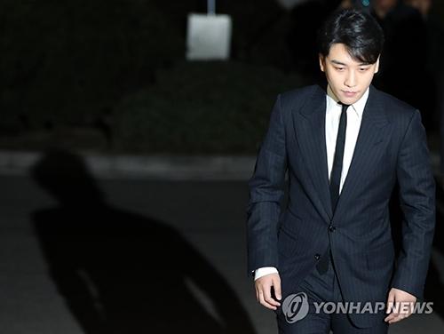 Nhiều fan vẫn mù quáng nhất quyết đưa Seungri trở lại showbiz.