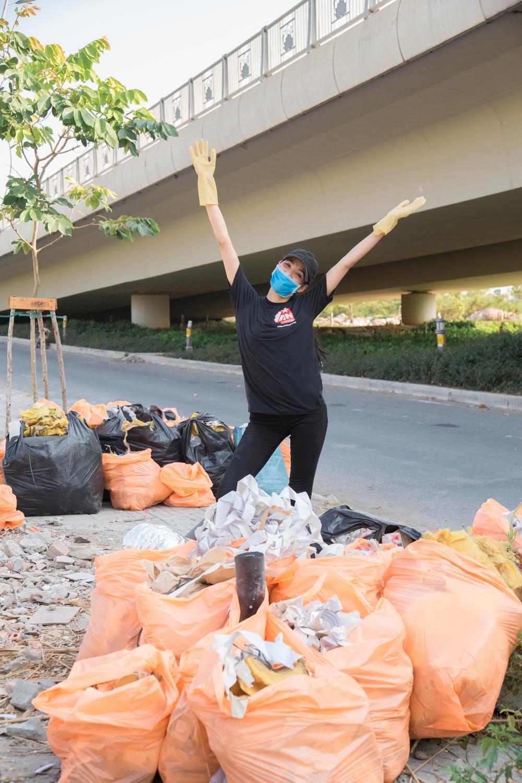 H'Hen Niê, Hoàng Thùy, Mâu Thủy cùng hưởng ứng phong trào thử thách dọn rác - Tin sao Viet - Tin tuc sao Viet - Scandal sao Viet - Tin tuc cua Sao - Tin cua Sao