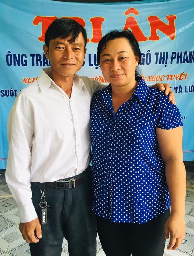 Gia đình oan sai tri ân trước di ảnh ông Lục.          Bây giờ chị Tuyết đã có 2 người mẹ để yêu thương.