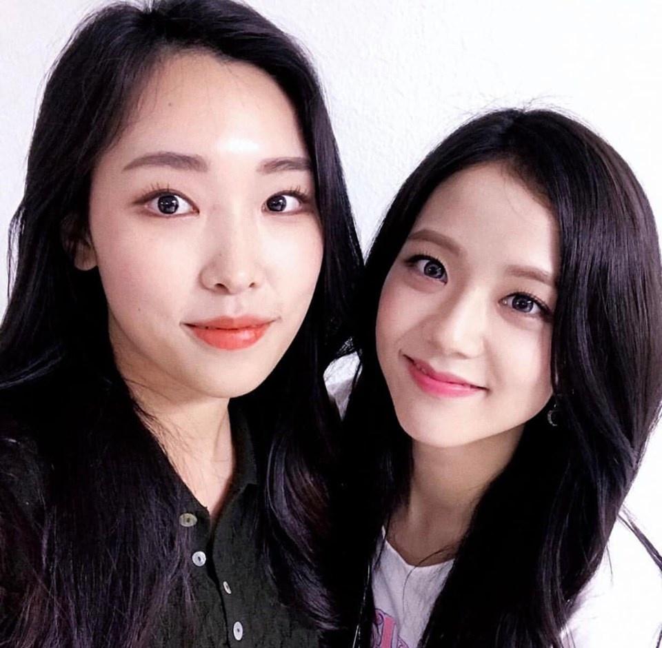 Gương mặt giống cùng loạt trùng hợp khó tin, Jin (BTS) và Jisoo (BLACKPINK) là anh em họ hàng?