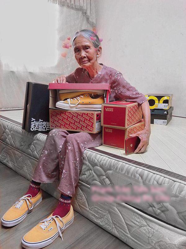 1 năm sau ngày nổi tiếng, cuộc sống bà ngoại 90 tuổi