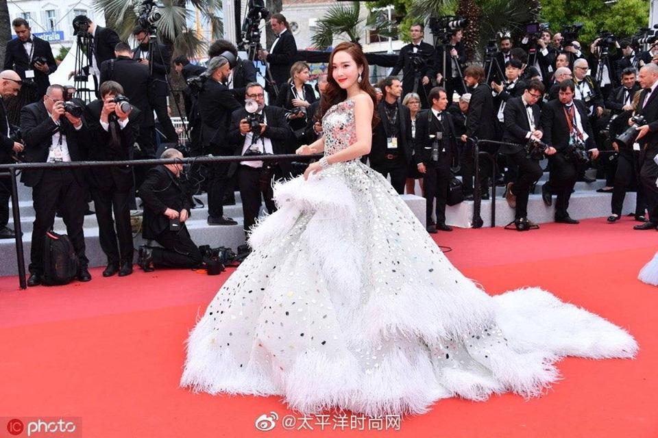 Jessica Jung khoe nhan sắc đỉnh cao tại thảm đỏ LHP Cannes 2019.