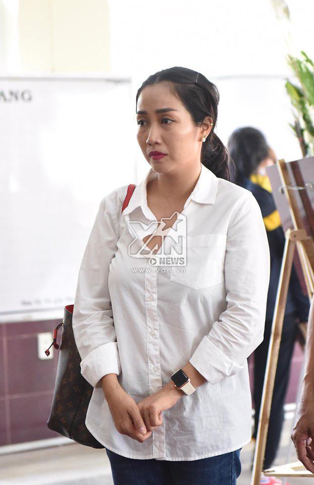 Dàn sao Việt thất thần, khóc nức nở trước linh cữu nghệ sĩ Lê Bình - Tin sao Viet - Tin tuc sao Viet - Scandal sao Viet - Tin tuc cua Sao - Tin cua Sao