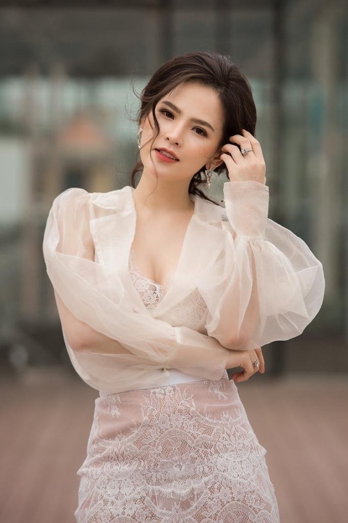 Phi Huyền Trang là diễn viên được nhận xét là có lối diễn tự nhiên, bên cạnh đó côđang được chú ý bởi việc lộ clip nóng trên mạng - Tin sao Viet - Tin tuc sao Viet - Scandal sao Viet - Tin tuc cua Sao - Tin cua Sao