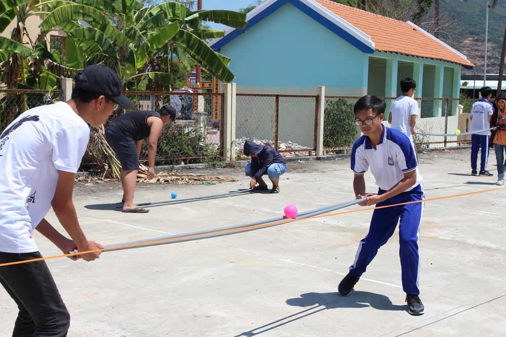 Trò chơi đòi hỏi sự khéo léo từcác đội thi.