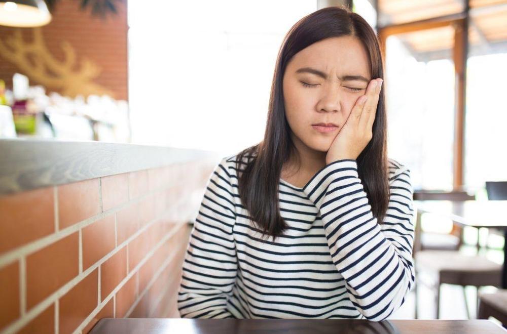 Bố mẹ nên để ý con cái mình bởi trẻ em từ 13 - 15 tuổi rất dễ gặp phải tình trạng u răng. (Ảnh minh họa)