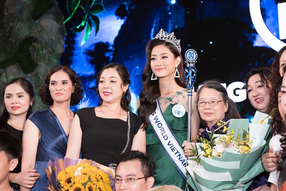 Không chỉ xinh đẹp, học giỏi Hoa hậu Lương Thùy Linh còn có gia thế