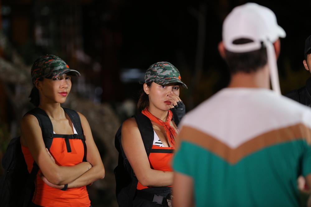 Đồng đội khóc nức nở tiễn Kỳ Duyên - Minh Triệu rời Cuộc đua kỳ thú 2019