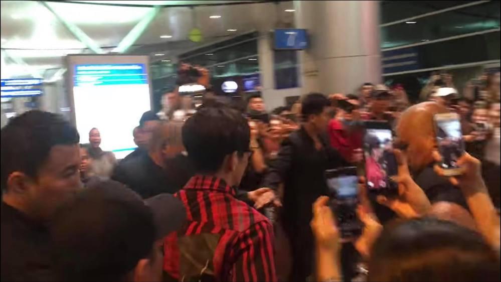 Nam Em khoe ảnh selfie cùng Ji Chang Wook khiến CĐM ghen tị