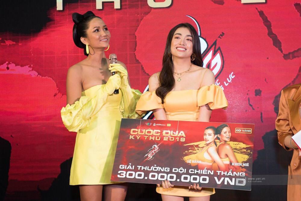 H'Hen Niê - Lệ Hằng dùng hết số tiền thưởng 300 triệu đi làm từ thiện - Tin sao Viet - Tin tuc sao Viet - Scandal sao Viet - Tin tuc cua Sao - Tin cua Sao