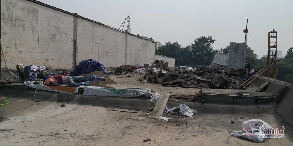 Khu vực trên nóc Cung Văn hóa Hữu nghị Việt - Xô đang được sửa chữa (Ảnh: Vietnamnet)