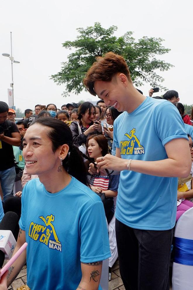 Bố mẹ Ngô Kiến Huy ủng hộ trước tin đồn con trai hẹn hò BB Trần