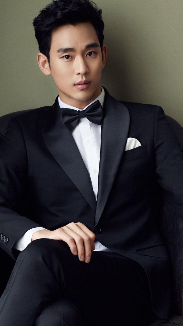 """Đứng thứ 6 là diễn viên """"Vì sao đưa anh tới"""" Kim Soo Hyun với 13.825 lượt bình chọn. Sở hữu gương mặt điển trai, thân thiện và lối diễn xuất xuất thần anh chàng trở thành nam thần màn ảnh, được cả truyền thông châu Á săn đón."""