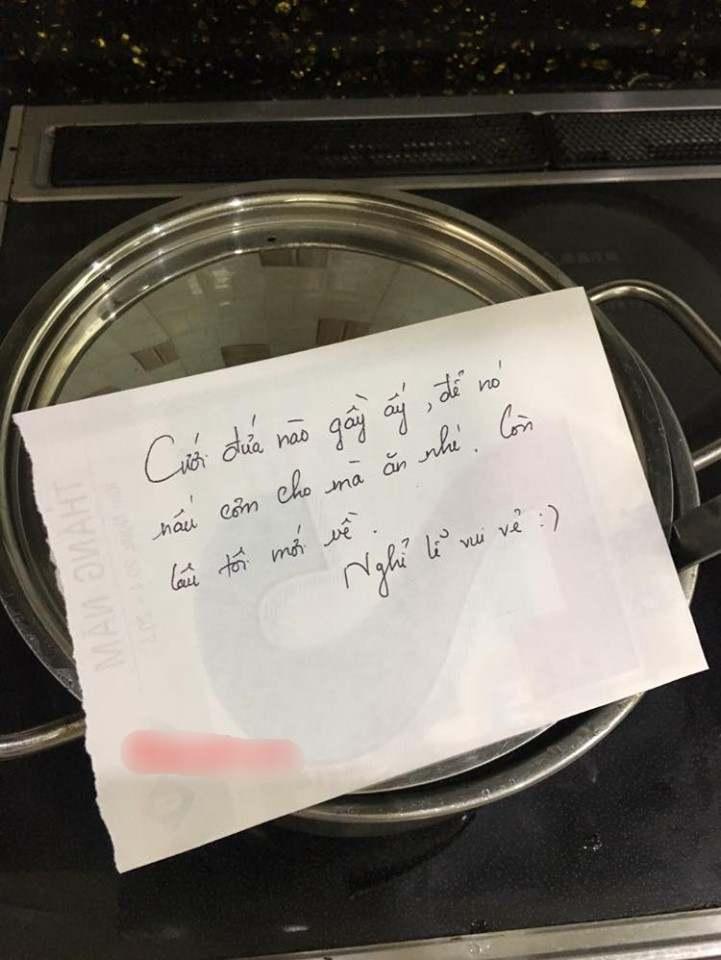 Vừa được ăn cơm vừa đọc tâm thư của vợ!