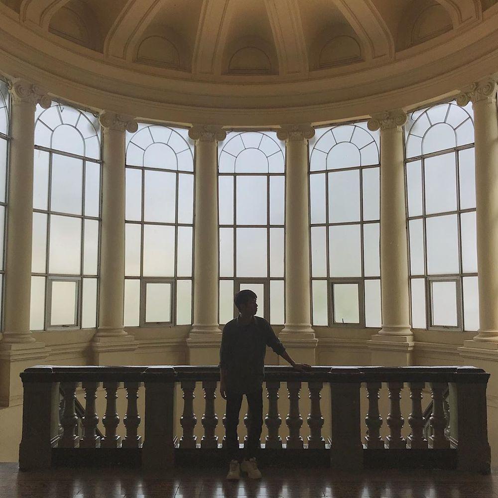 """Có vẻ hơi ngược sáng nhưng vẫn """"so deep"""" bên một góc hành lang khá đẹp của bảo tàng. (Ảnh: Instagram @domle)"""