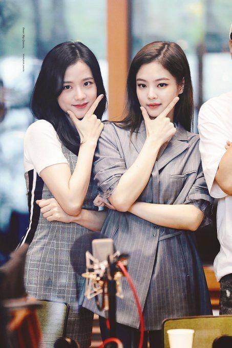 Đúng là sức hút của Jennie và Jisoo không phải dạng vừa mà! (Ảnh: Twitter)